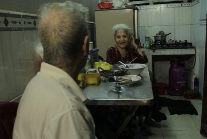 Chuyện về nghệ sĩ 86 tuổi vẫn đi bán vé số khiến Trấn Thành - Cẩm Ly xúc động mạnh  - Ảnh 7.