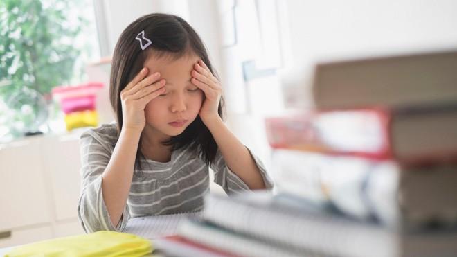 Bằng những cách đơn giản này, bố mẹ sẽ nhanh chóng giúp con hết căng thẳng, lo âu - Ảnh 1.