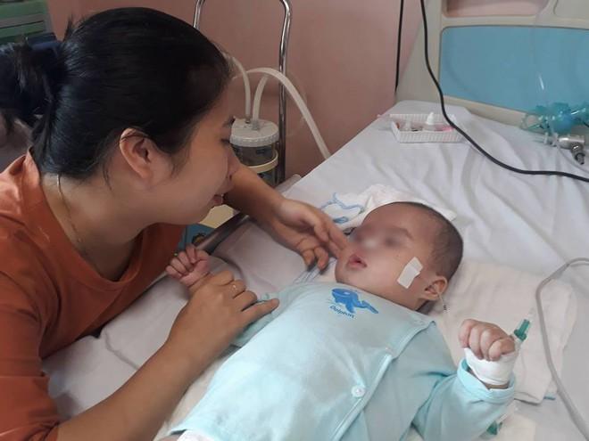 Ninh Bình: Bé gái 9 tháng tuổi ngất lịm, toàn thân con tôi tím tái sau mũi tiêm của y sĩ - Ảnh 1.