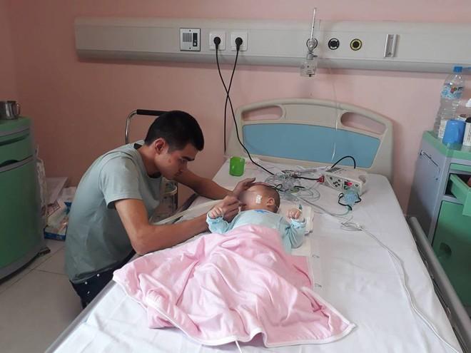 Ninh Bình: Bé gái 9 tháng tuổi ngất lịm, toàn thân con tôi tím tái sau mũi tiêm của y sĩ - Ảnh 2.