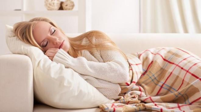 5 thói quen tưởng vô hại nhưng lại là nguyên nhân chính gây ra tình trạng đau lưng - Ảnh 2.