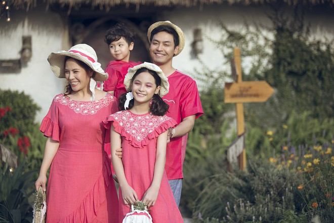 Gia đình MC Phan Anh rực rỡ sắc hồng trong ngày thứ 2 của Tuần lễ thời trang thiếu nhi 2018 - Ảnh 7.