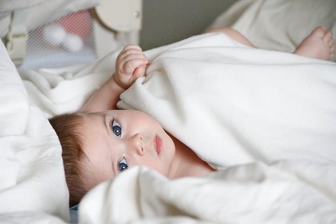 Ám ảnh với chứng đột tử của trẻ sơ sinh, người mẹ đặt ra nguyên tắc an toàn khi ngủ mà bất cứ bà mẹ nào cũng cần ghi nhớ - Ảnh 3.