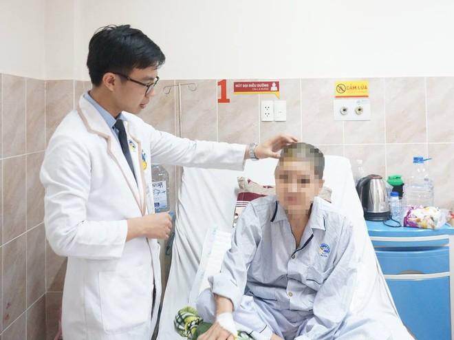 5 giờ nín thở cứu người phụ nữ Tây Ninh mang khối u khổng lồ chiếm trọn bán cầu não phải nguy kịch - Ảnh 3.
