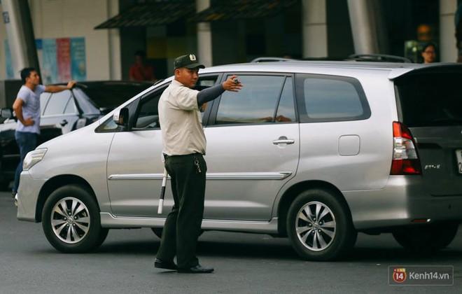 Hàng trăm hành khách trở lại Sài Gòn, chật vật đón taxi ở sân bay Tân Sơn Nhất sau kỳ nghỉ 4 ngày - Ảnh 20.
