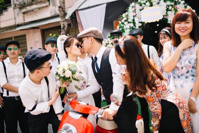 Muốn cưới vui, ảnh đẹp cứ cắp theo đạo cụ là hội bạn thân thì cứ gọi là ngả nghiêng vì hạnh phúc - Ảnh 16.