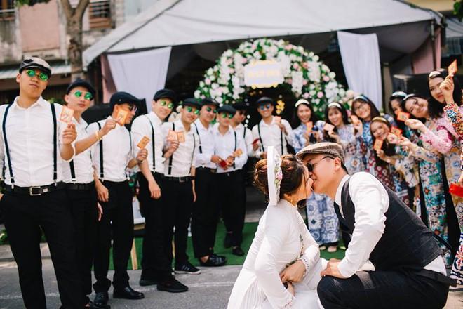 Muốn cưới vui, ảnh đẹp cứ cắp theo đạo cụ là hội bạn thân thì cứ gọi là ngả nghiêng vì hạnh phúc - Ảnh 15.