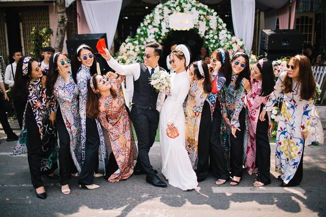 Muốn cưới vui, ảnh đẹp cứ cắp theo đạo cụ là hội bạn thân thì cứ gọi là ngả nghiêng vì hạnh phúc - Ảnh 14.