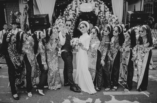 Muốn cưới vui, ảnh đẹp cứ cắp theo đạo cụ là hội bạn thân thì cứ gọi là ngả nghiêng vì hạnh phúc - Ảnh 6.
