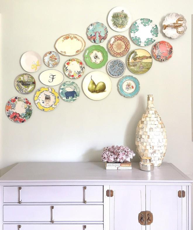 Trang trí tường bằng đĩa vừa rẻ vừa dễ, lại có thể kết hợp được với bất cứ dạng nội thất nào, tại sao bạn không thử? - Ảnh 7.