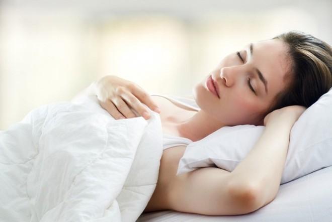 Mách bạn cách giải quyết cơn đau vai triệt để nhờ những biện pháp tự nhiên đơn giản - Ảnh 2.