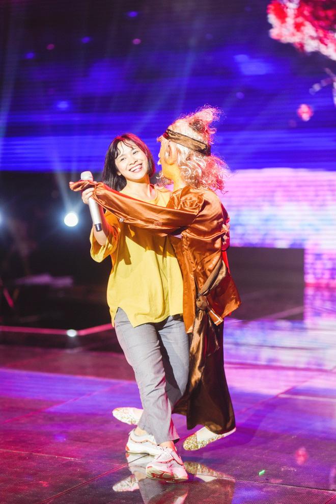 Học trò Lê Minh Sơn cõng chồng lên sân khấu trong đêm Chung kết Sing my song  - Ảnh 6.