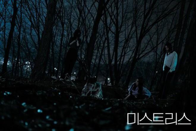 3 điểm đáng chú ý về cái chết kỳ bí trong phim 19+ của Han Ga In - Ảnh 6.