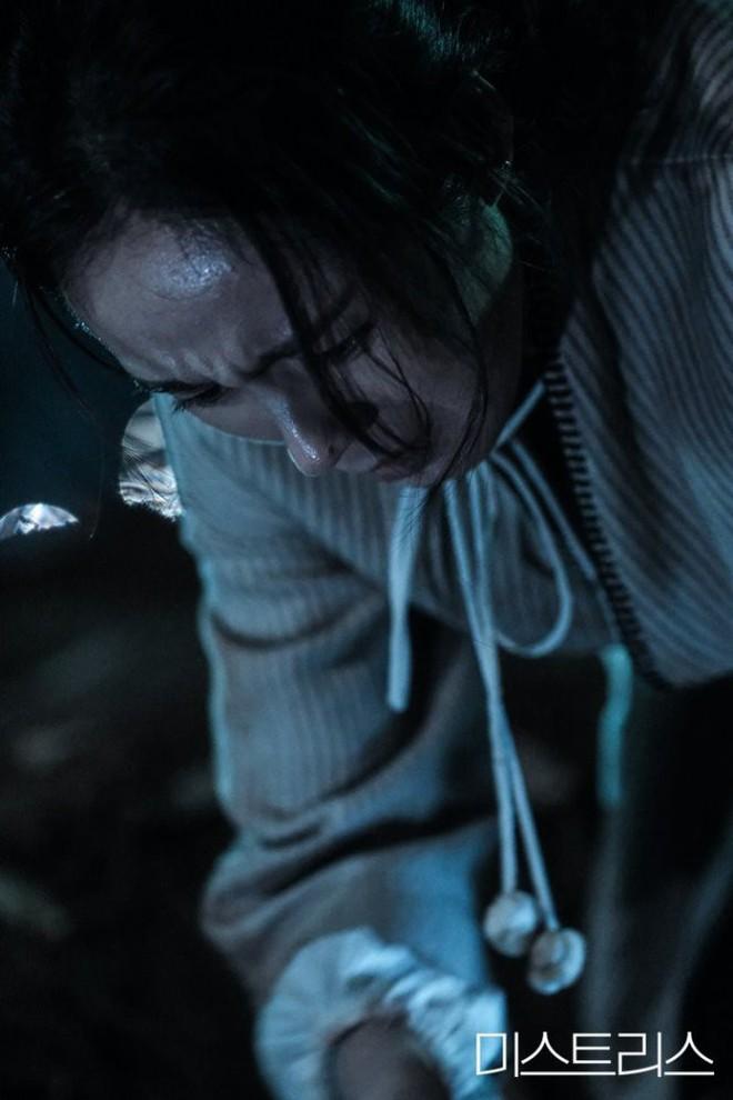 3 điểm đáng chú ý về cái chết kỳ bí trong phim 19+ của Han Ga In - Ảnh 3.