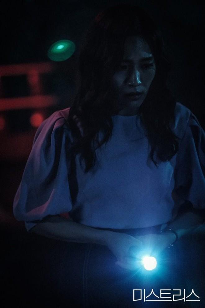3 điểm đáng chú ý về cái chết kỳ bí trong phim 19+ của Han Ga In - Ảnh 4.