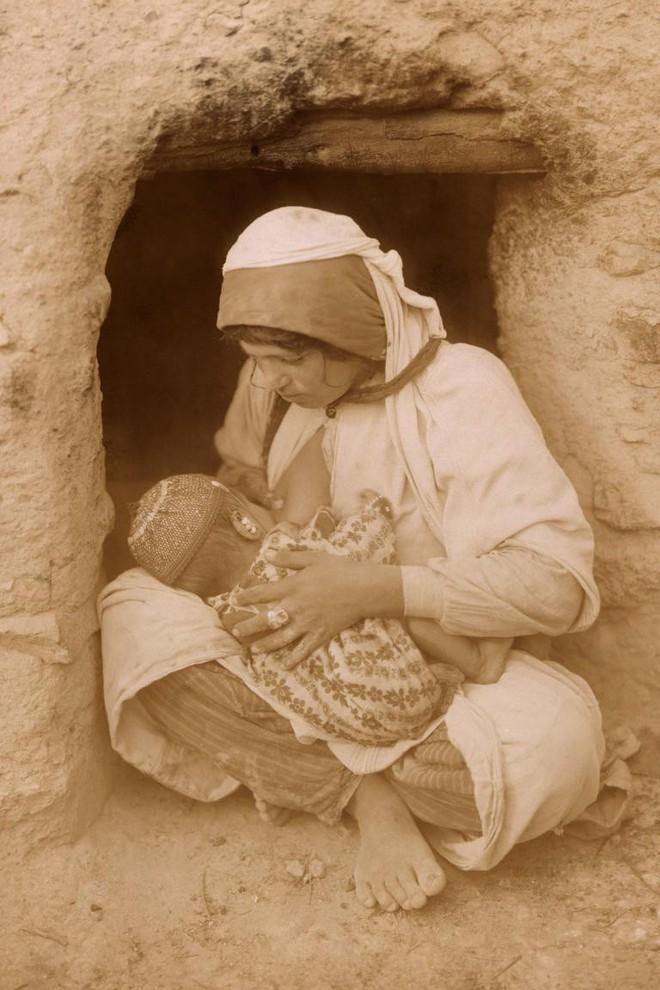 Ngày của mẹ, ngắm những bức ảnh về mẹ đẹp nhất trong suốt 100 năm qua - Ảnh 2.