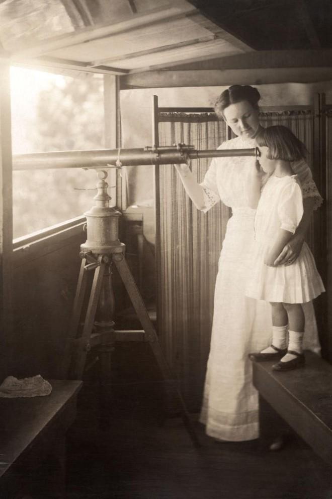 Ngày của mẹ, ngắm những bức ảnh về mẹ đẹp nhất trong suốt 100 năm qua - Ảnh 3.