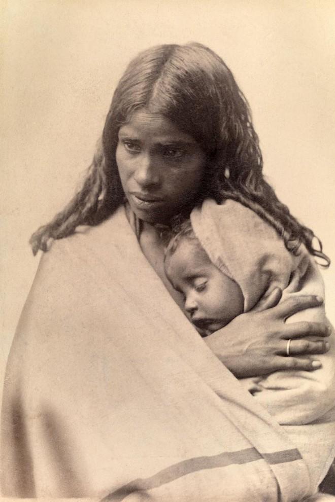 Ngày của mẹ, ngắm những bức ảnh về mẹ đẹp nhất trong suốt 100 năm qua - Ảnh 5.