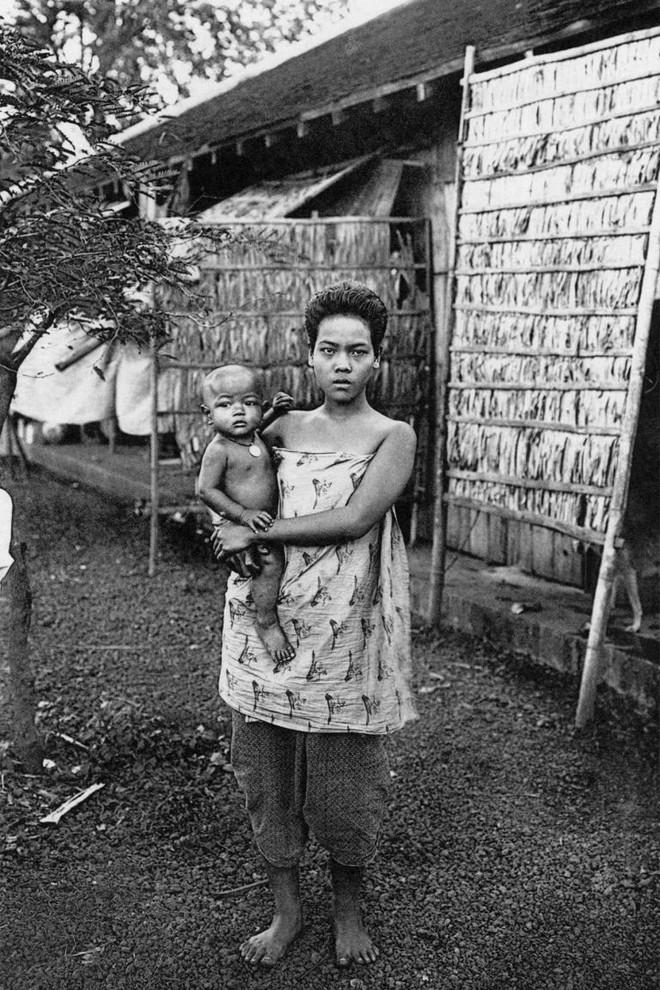 Ngày của mẹ, ngắm những bức ảnh về mẹ đẹp nhất trong suốt 100 năm qua - Ảnh 15.