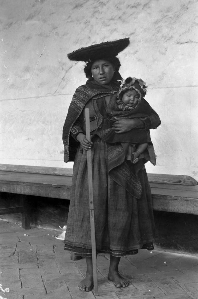 Ngày của mẹ, ngắm những bức ảnh về mẹ đẹp nhất trong suốt 100 năm qua - Ảnh 20.