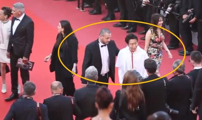 Quốc bảo Trung Quốc 3 lần bị bảo vệ đuổi khỏi thảm đỏ Cannes vẫn lì lợm ở lại - Ảnh 4.