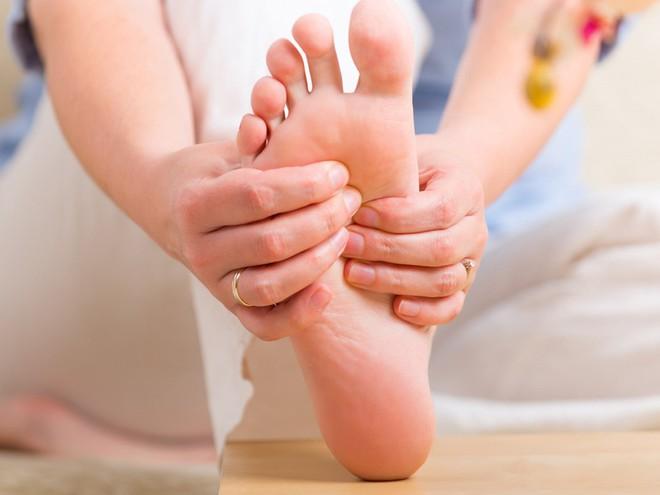 Bàn chân có 5 dấu hiệu này thì đừng chủ quan mà nên đi khám ngay - Ảnh 5.