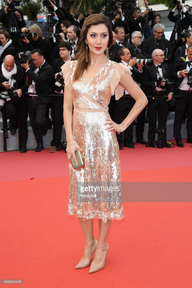 Người táo bạo diện váy hở nội y, kẻ khoe nguyên vòng eo nhiều mỡ trên thảm đỏ Cannes ngày thứ 7 - Ảnh 12.