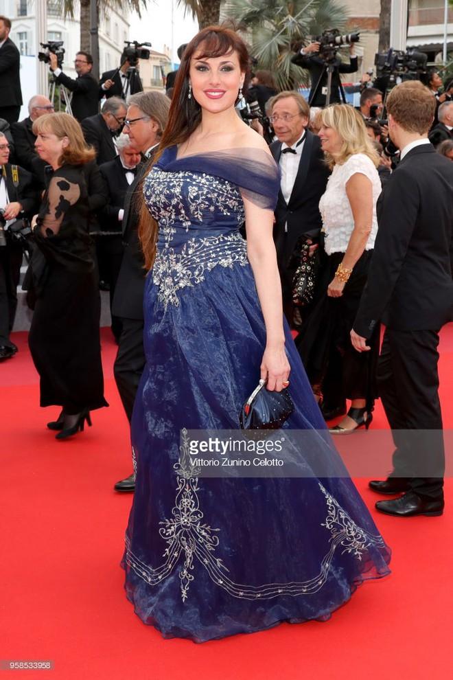 Người táo bạo diện váy hở nội y, kẻ khoe nguyên vòng eo nhiều mỡ trên thảm đỏ Cannes ngày thứ 7 - Ảnh 10.