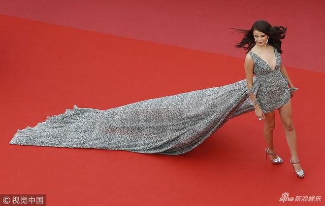 Người táo bạo diện váy hở nội y, kẻ khoe nguyên vòng eo nhiều mỡ trên thảm đỏ Cannes ngày thứ 7 - Ảnh 17.