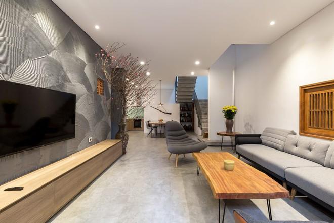Ngôi nhà 66m² trong hẻm ấn tượng đến khó rời mắt nhờ bức tường cào vữa ở quận Cầu Giấy - Ảnh 5.