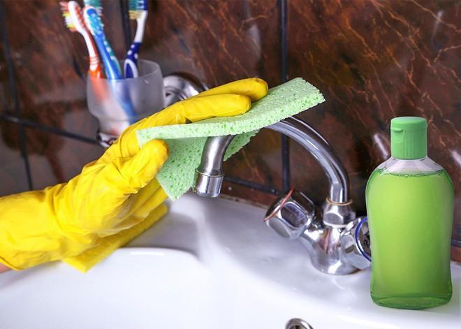 14 mẹo vặt chỉ tốn vài phút ngắn ngủi cũng đủ khiến ngôi nhà của bạn sạch bong như mới - Ảnh 2.