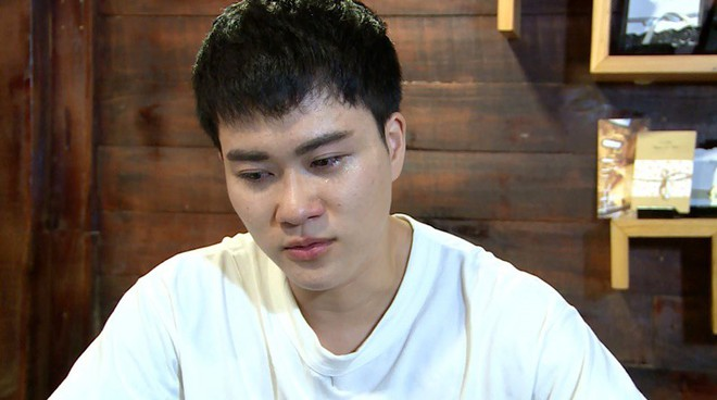 Ca sĩ chuyển giới Lê Thiện Hiếu bật khóc nức nở trên sóng truyền hình - Ảnh 2.