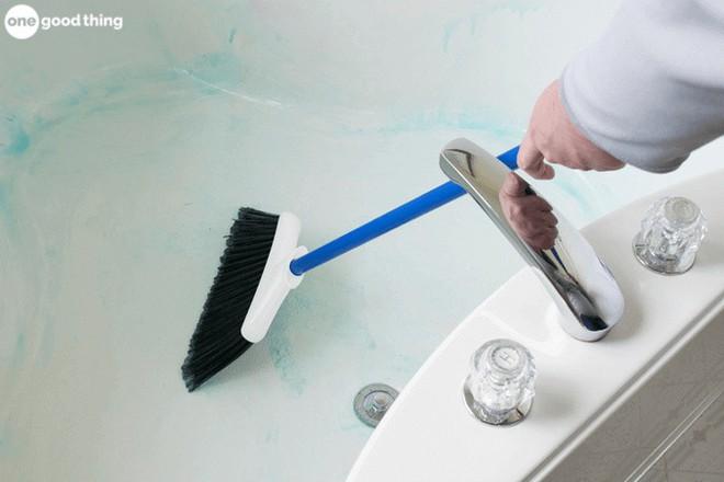 14 mẹo vặt chỉ tốn vài phút ngắn ngủi cũng đủ khiến ngôi nhà của bạn sạch bong như mới - Ảnh 4.