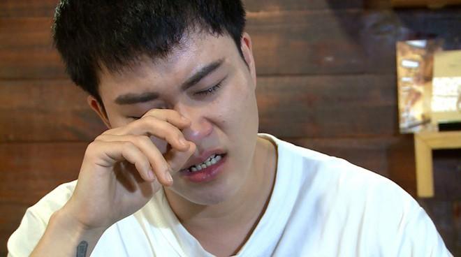 Ca sĩ chuyển giới Lê Thiện Hiếu bật khóc nức nở trên sóng truyền hình - Ảnh 7.
