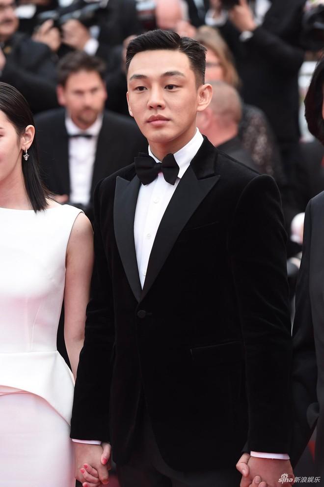 Dàn soái ca Châu Á Huỳnh Hiểu Minh, Yoo Ah In khiến loạt mỹ nhân phải lép vế khi xuất hiện trên thảm đỏ Cannes - Ảnh 2.