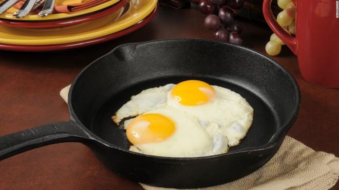 Nhiễm khuẩn Salmonella - điều cần biết về việc thu hồi hàng triệu quả trứng ở Mỹ trong tháng qua - Ảnh 4.