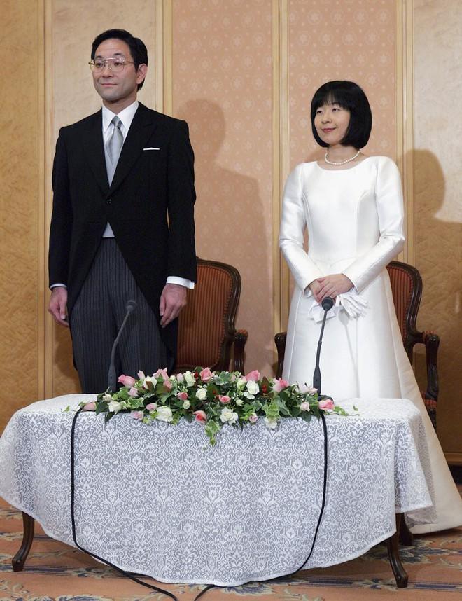 Trước thềm đám cưới của Hoàng tử Harry và Meghan Markle, điểm lại 13 mẫu váy cưới Hoàng gia khiến người người mê mẩn - Ảnh 10.