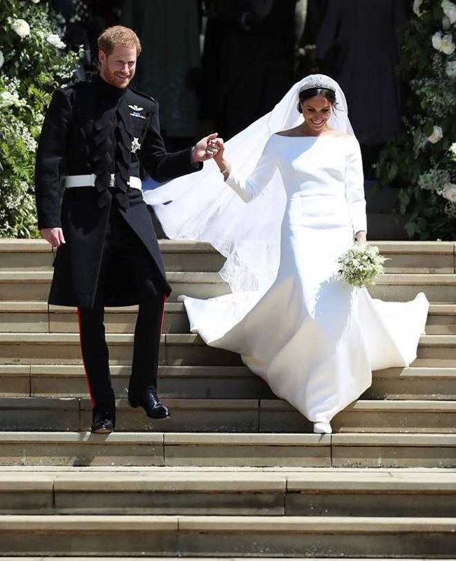 Đám cưới hoàng gia Anh: Hôn lễ kết thúc, cô dâu chú rể trao nhau nụ hôn ngọt ngào trước toàn thể mọi người - Ảnh 50.