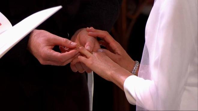 Đám cưới hoàng gia Anh: Hôn lễ kết thúc cô dâu, chú rể trao nhau nụ hôn ngọt ngào trước toàn thể mọi người - Ảnh 44.