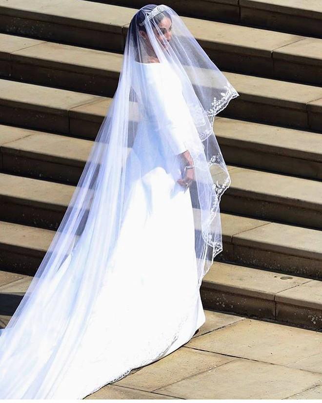 Đám cưới hoàng gia Anh: Hôn lễ kết thúc, cô dâu chú rể trao nhau nụ hôn ngọt ngào trước toàn thể mọi người - Ảnh 29.