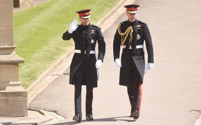 Đám cưới hoàng gia Anh: Hôn lễ kết thúc, cô dâu chú rể trao nhau nụ hôn ngọt ngào trước toàn thể mọi người - Ảnh 31.