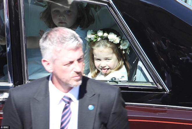 Dàn phù dâu phù rể nhí xinh như thiên thần trong đám cưới hoàng gia, Hoàng tử George và Công chúa Charlotte quá đáng yêu - Ảnh 22.