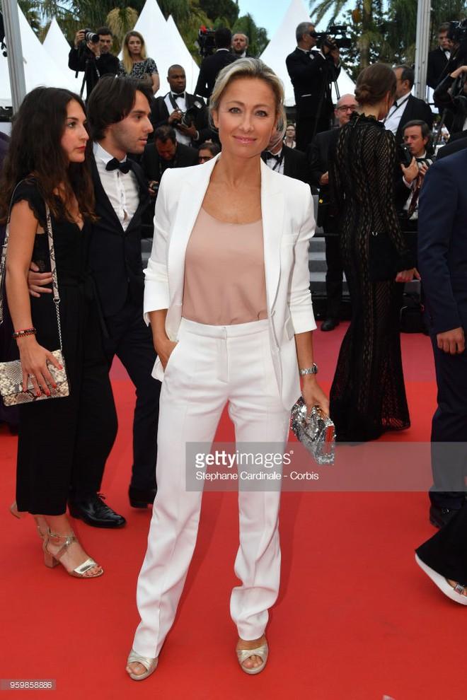 Gần ngày bế mạc nhưng thảm đỏ Cannes vẫn tiếp tục những màn khoe ngực, chơi trội bằng váy áo cồng kềnh, tóc búi rơm - Ảnh 11.