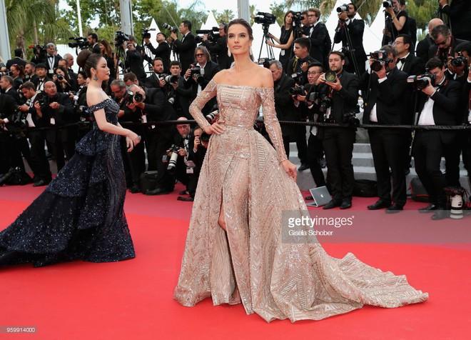 Gần ngày bế mạc nhưng thảm đỏ Cannes vẫn tiếp tục những màn khoe ngực, chơi trội bằng váy áo cồng kềnh, tóc búi rơm - Ảnh 4.