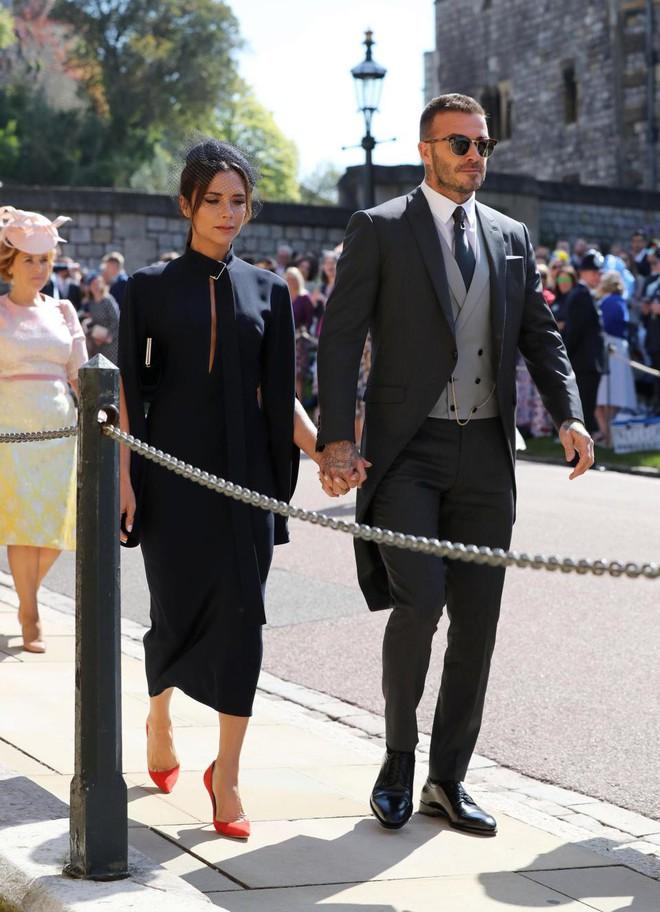Đám cưới hoàng gia Anh: Hôn lễ kết thúc, cô dâu chú rể trao nhau nụ hôn ngọt ngào trước toàn thể mọi người - Ảnh 18.