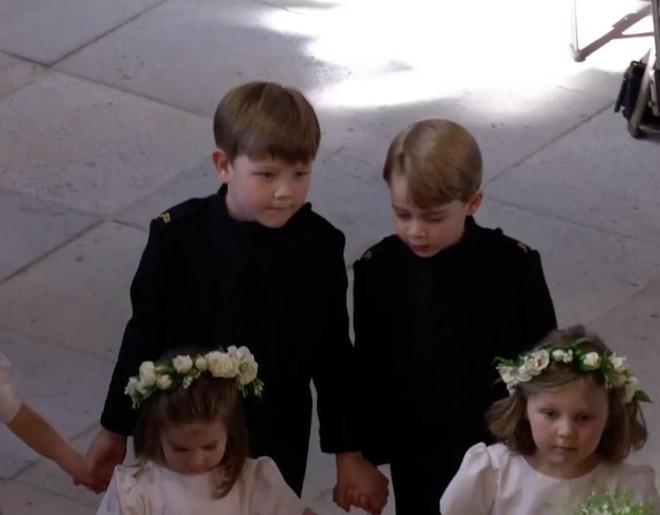 Dàn phù dâu phù rể nhí xinh như thiên thần trong đám cưới hoàng gia, Hoàng tử George và Công chúa Charlotte quá đáng yêu - Ảnh 16.