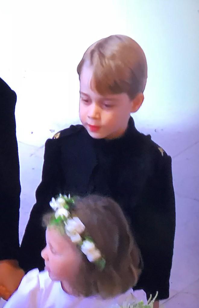 Dàn phù dâu phù rể nhí xinh như thiên thần trong đám cưới hoàng gia, Hoàng tử George và Công chúa Charlotte quá đáng yêu - Ảnh 17.
