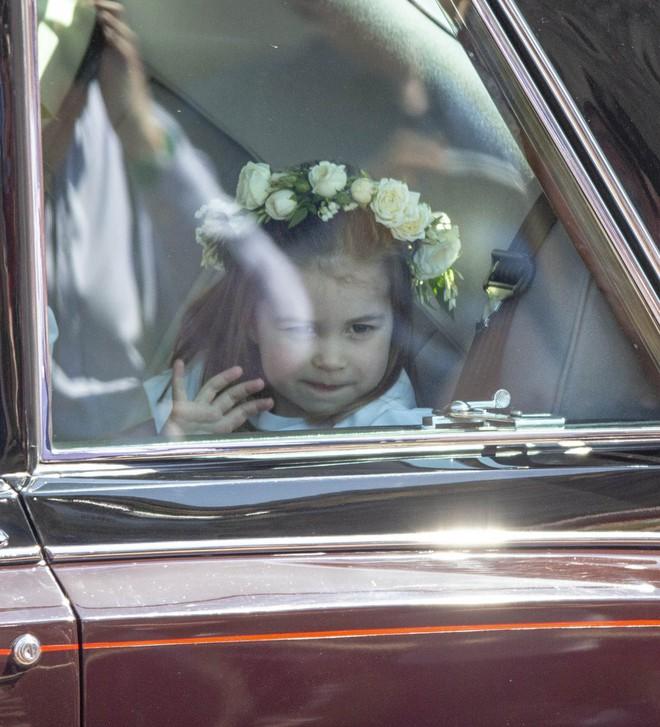 Dàn phù dâu phù rể nhí xinh như thiên thần trong đám cưới hoàng gia, Hoàng tử George và Công chúa Charlotte quá đáng yêu - Ảnh 20.