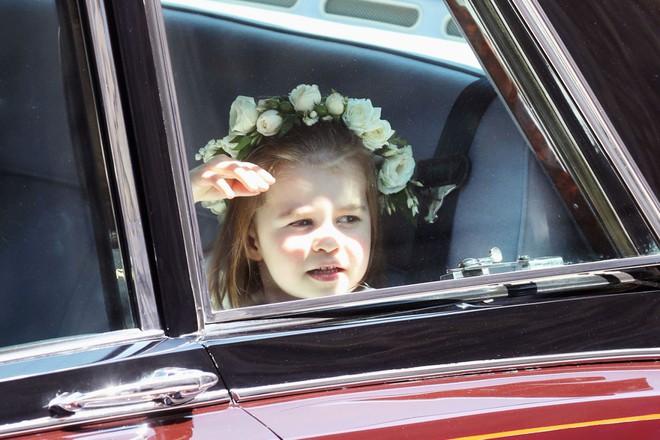 Dàn phù dâu phù rể nhí xinh như thiên thần trong đám cưới hoàng gia, Hoàng tử George và Công chúa Charlotte quá đáng yêu - Ảnh 19.