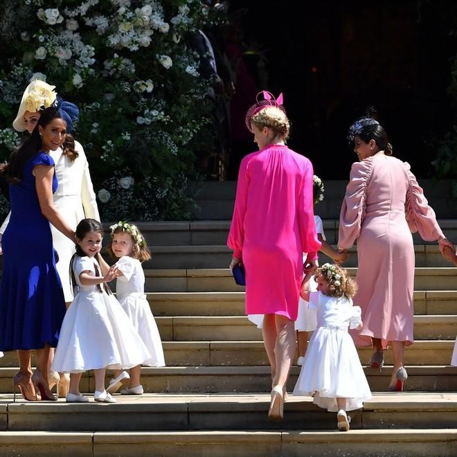 Dàn phù dâu phù rể nhí xinh như thiên thần trong đám cưới hoàng gia, Hoàng tử George và Công chúa Charlotte quá đáng yêu - Ảnh 10.